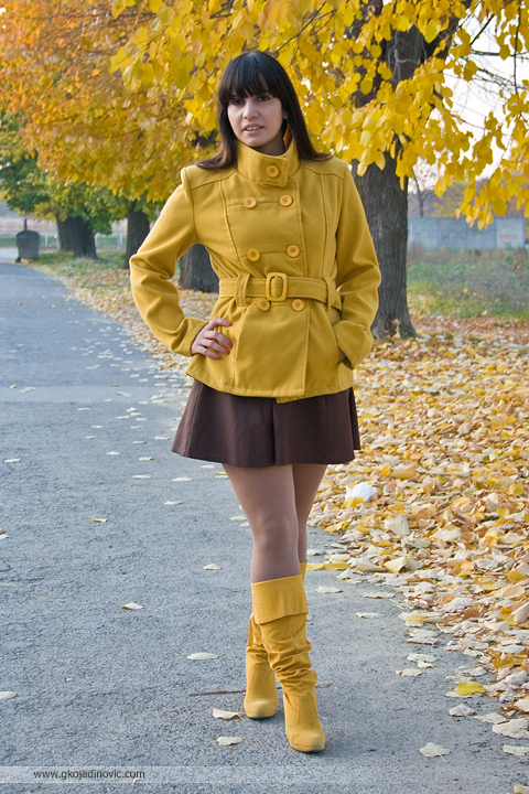 summer wine, november, autumn, fall, model, beautiful, girl, yellow coat, yellow boots, žuti kaput, žute čizme, jesen, lišće, leaves